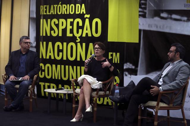 A procuradora federal Debora Duprat, ao lado de Rogério Giannini, presidente do CFP (esq.); e Lúcio Costa, do MNPCT