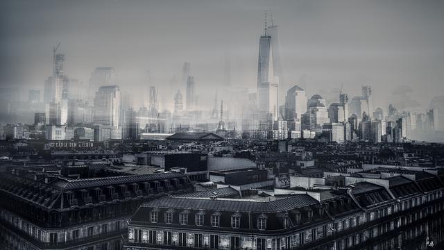 Paisagem de Paris em primeiro plano e edifícios de Manhattan ao fundo