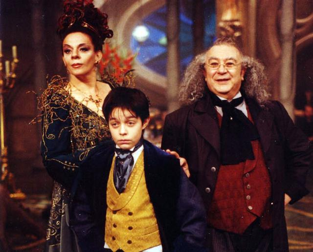 "Morgana (Rosi Campos), Nino (Diegho Kozievitch) e Dr. Victor (Sérgio Mamberti) na versão cinematográfica do ""Castelo"""