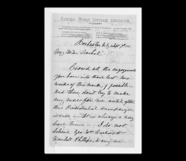 Carta escrita por Elizabeth Stanton em papel timbrado, datado de 1880, da National Woman Suffrage Association. No cabeçalho, lê-se: 'o poder dos governos deriva do consentimento dos governados. O voto é consentimento. Por que as mulheres deveriam se deixar governar sem seu consentimento?'