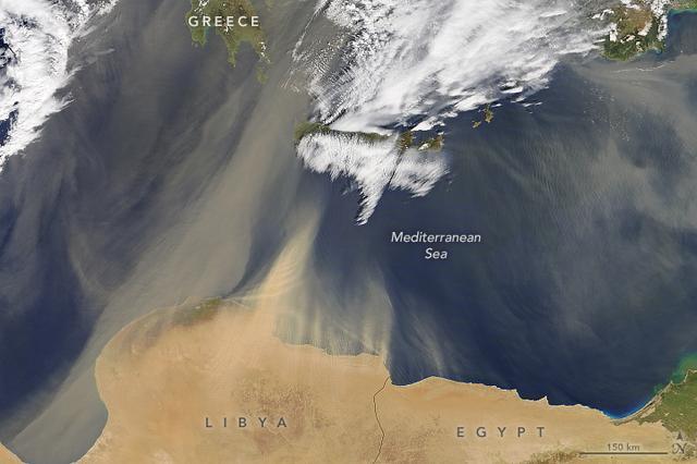 Areia cruza o mar Mediterrâneo em imagem de satélite registrada pela Nasa