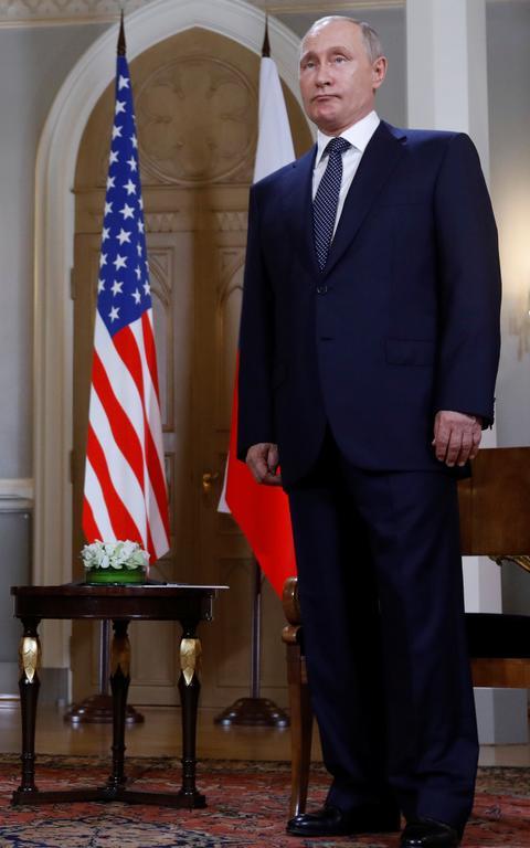 Putin diante da bandeira americana