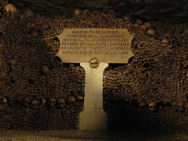 Antigas catacumbas de Paris, uma das atrações mais populares do Atlas Obscura