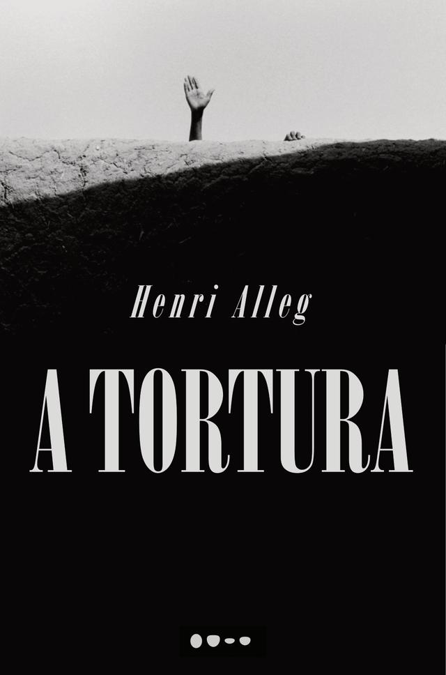 """Capa do livro """"A tortura"""", fotografia em preto e branco de uma mão levantada por detrás de um muro"""