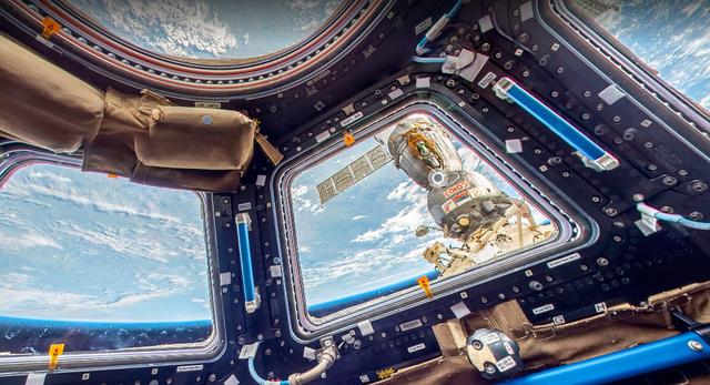 Visão de dentro da Estação Espacial Internacional