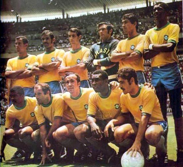 Brasil de 1970: Carlos Alberto Torres, Brito, Piazza, Félix, Clodoaldo e Everaldo; Jairzinho, Gérson, Tostão, Pelé e Rivelino.