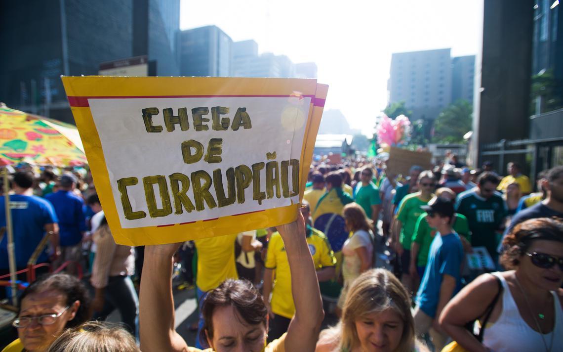 Manifestantes realizam ato na Avenida Paulista