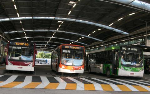 Ônibus partem do terminal Pinheiros, em São Paulo