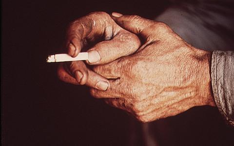 'Roucos e sufocados': uma investigação sobre a indústria do tabaco