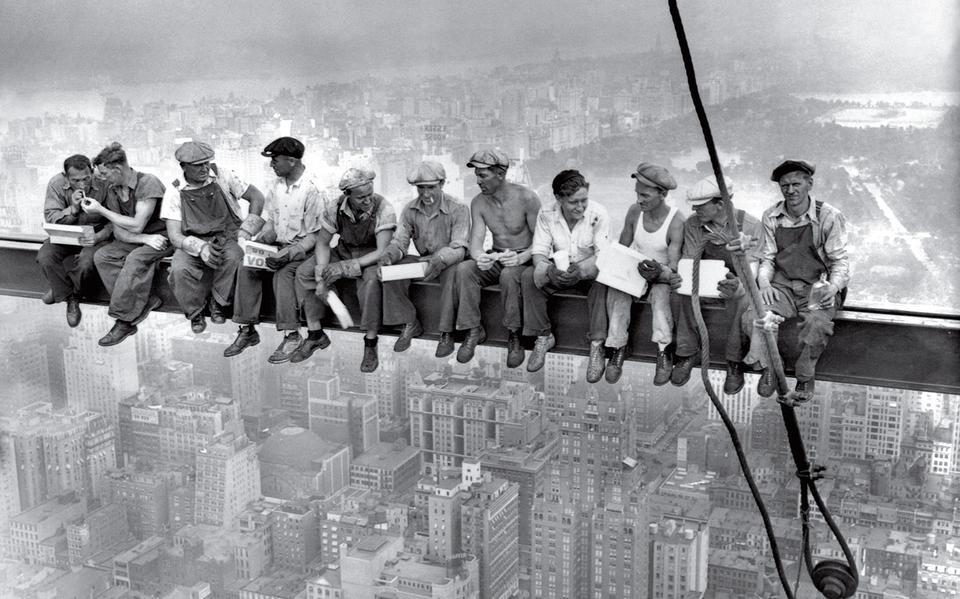 """""""Almoço no topo de um arranha-céu"""", de autor desconhecido"""