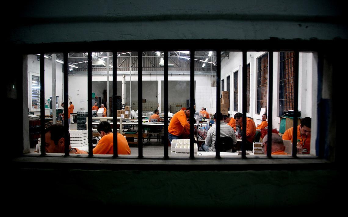 Detentos em presídio de Santa Catarina, em 2011