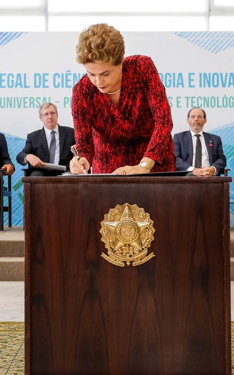 Dilma sanciona novo marco sobre pesquisa e inovação