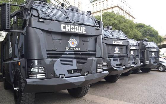 Nos EUA, polícia de cidade grande é obrigada a devolver armamento militar para o governo. E no Brasil?