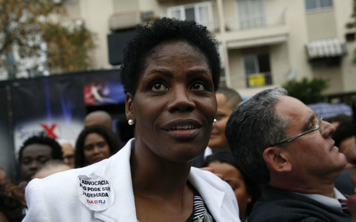 A advogada Valéria Lúcia dos Santos em ato organizado pela OAB