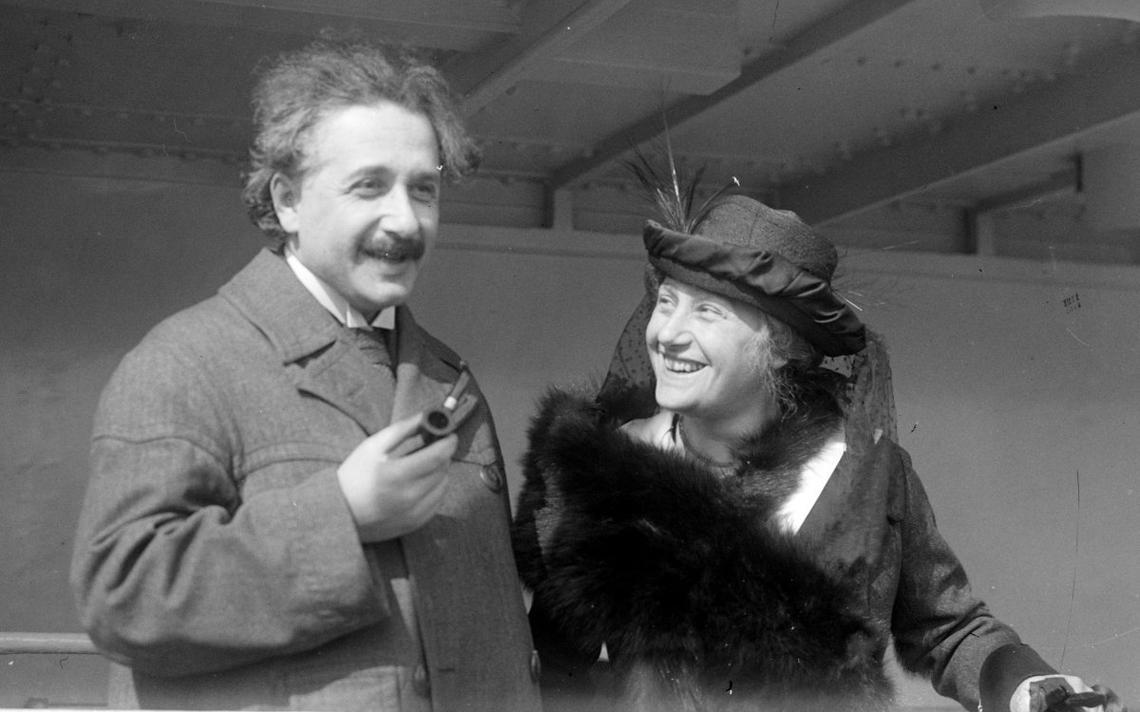 Albert Einstein e sua então esposa Elsa, em Nova York