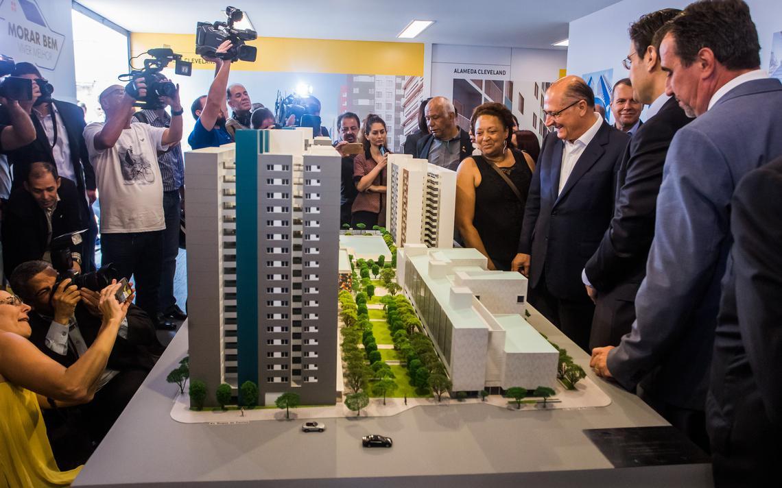 O governador Geraldo Alckmin em cerimônia do início da construção de complexo habitacional no centro