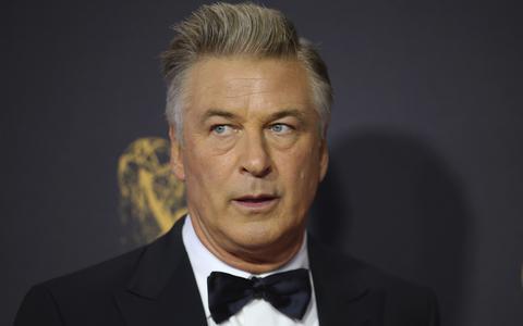 Diretora morre por acidente após Baldwin disparar arma cenográfica