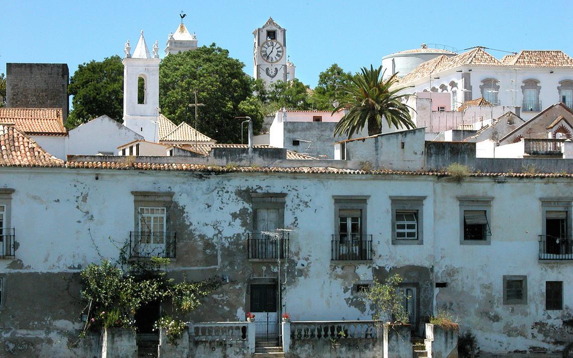 Construções em Algarve, destino de aposentados