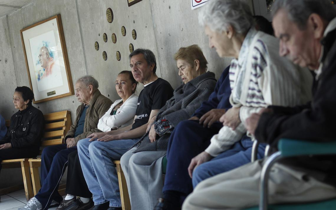 Pacientes que sofrem de alzheimer na Fundação Alzheimer, na Cidade do México, em 2012