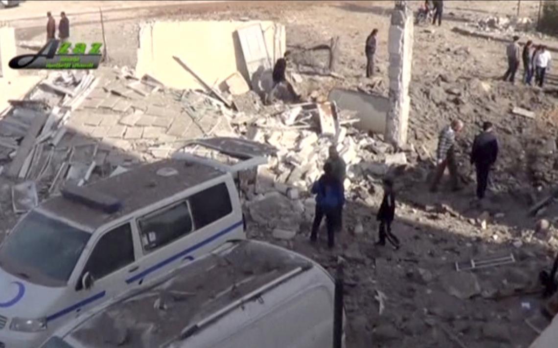 Escombros de ataque aéreo a hospital