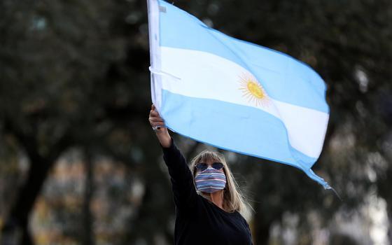 Como a pandemia pressiona a saúde e a economia da Argentina