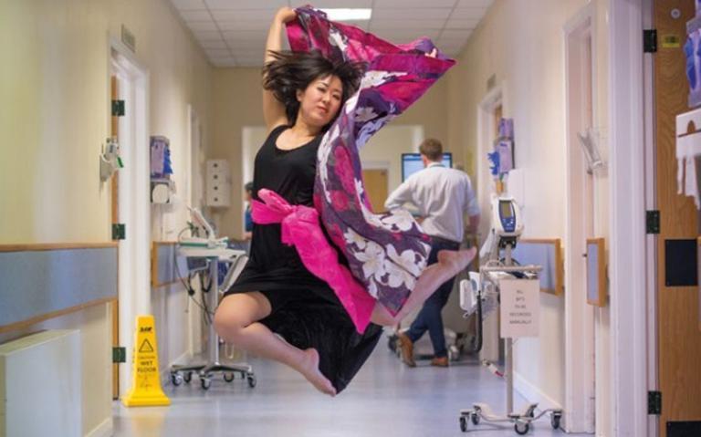 Artista em atividade no Manchester University Hospital