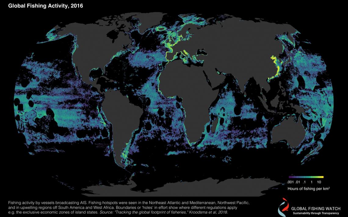 Mapa da atividade pesqueira global. Os pontos tendendo ao amarelo concentram mais horas de pesca; ao violeta, menos