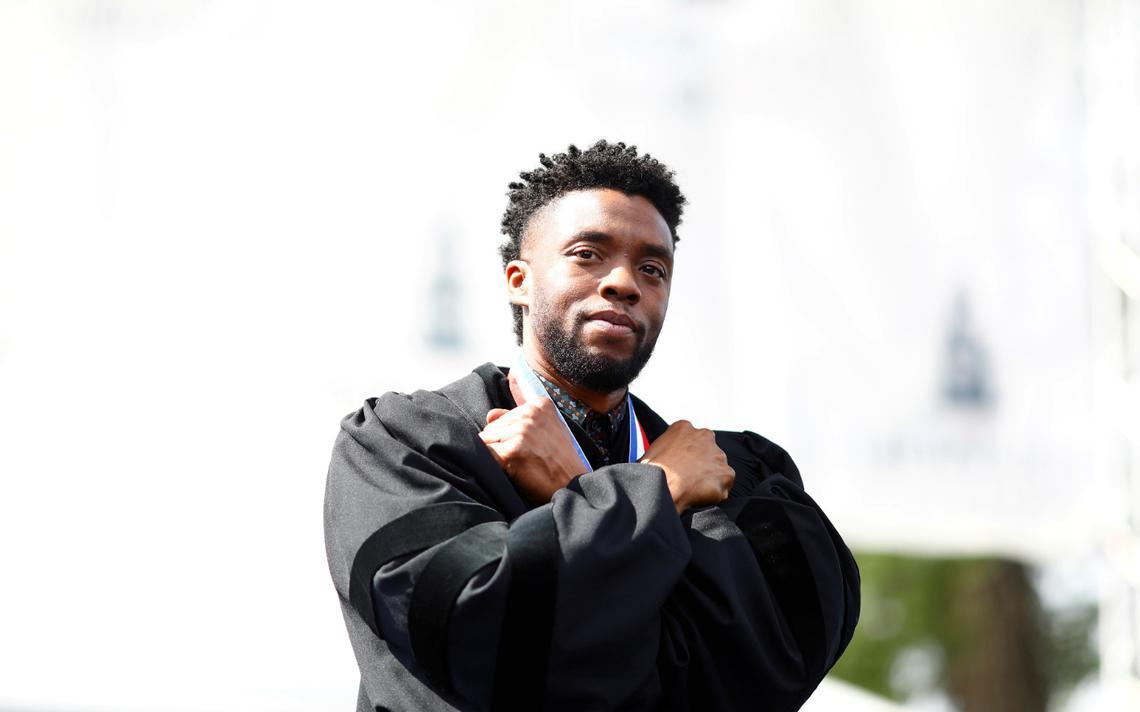 Ator Chadwick Boseman, o T'Challa de 'Pantera Negra', durante discurso na Howard University