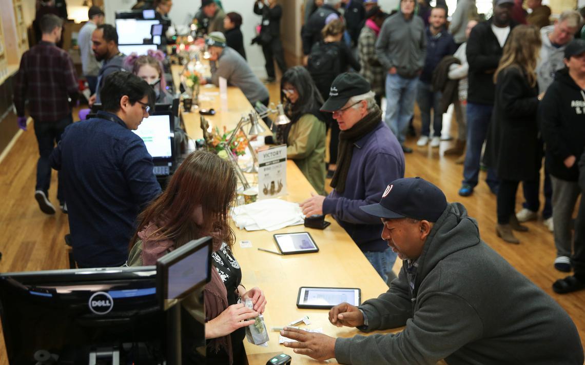 Balcão da loja Harborside em Oakland, na Califórnia