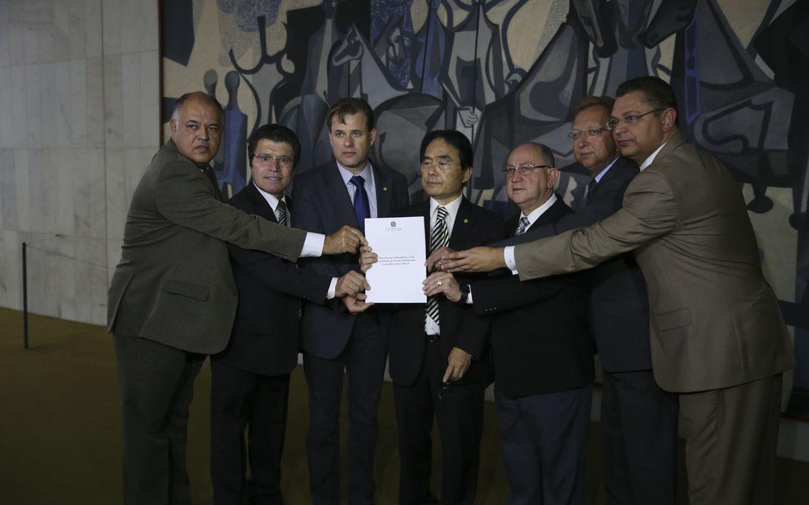 Membros da bancada evangélica no lançamento do manifesto 'O Brasil para os Brasileiros', na Câmara dos Deputados, em outubro de 2018