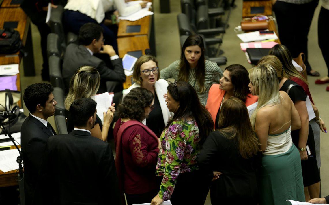 Deputadas se reúnem em março de 2018, pouco antes de votação de projetos da Bancada Feminina