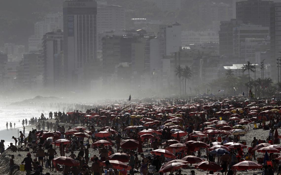 Banhistas na praia de Ipanema, no Rio, em 2011