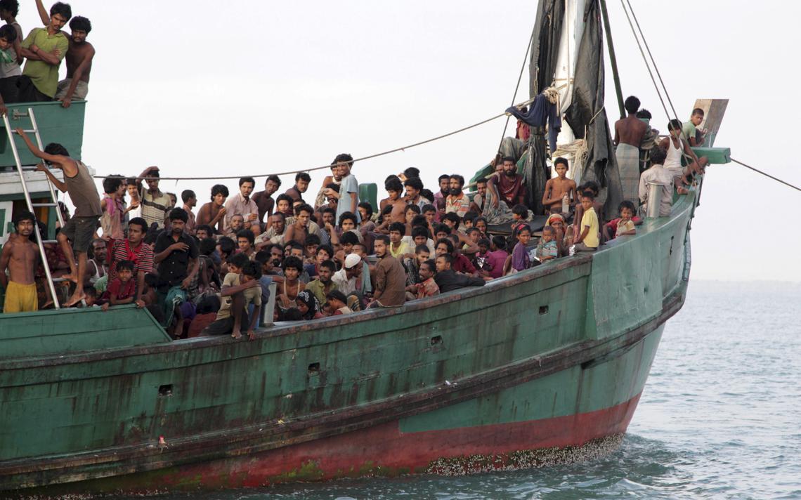 Imigrantes em bote lotado