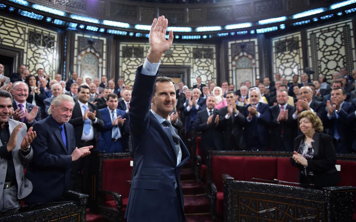 Assad aplaudido por parlamentares