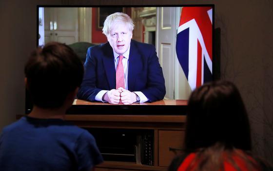 A guinada na política britânica para lidar com o coronavírus