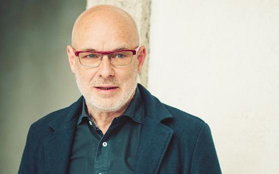 Como Brian Eno compôs o som de abertura do Windows 95