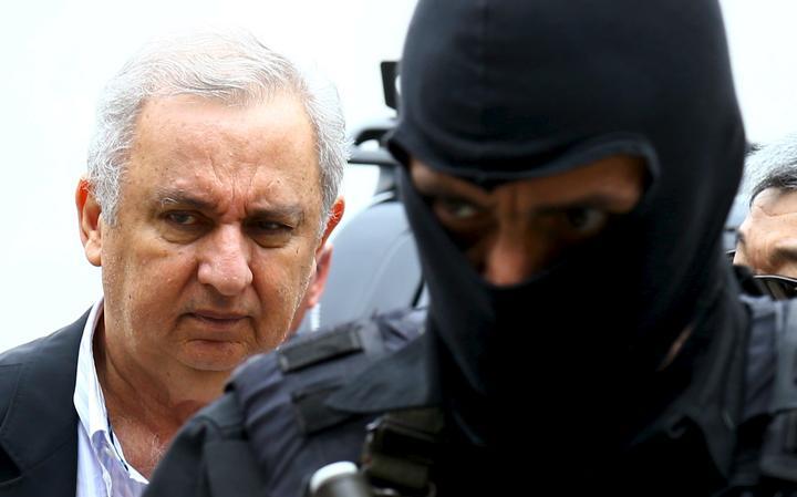 Bumlai é levado por agentes da PF em Curitiba