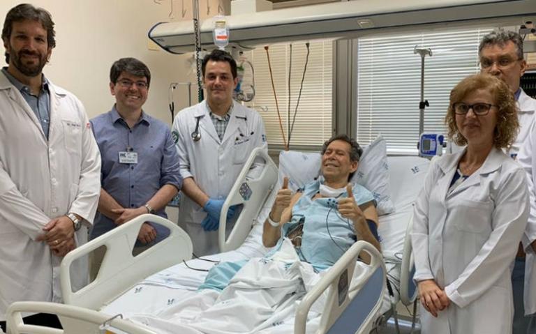 Equipe responsável pelo tratamento de paciente com câncer em Ribeirão Preto