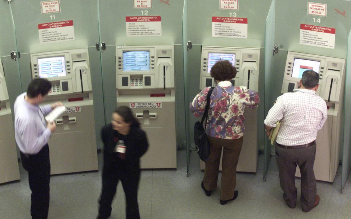 Agência bancária no centro de São Paulo em 2001