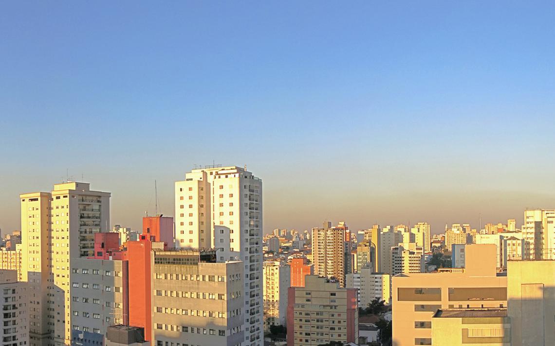 Camada de poluição sobre cidade