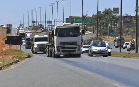 Divididos, caminhoneiros convocam protesto contra o governo