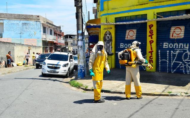 Campanha contra o Aedes aegypti, mosquito transmissor da zika, em São Paulo