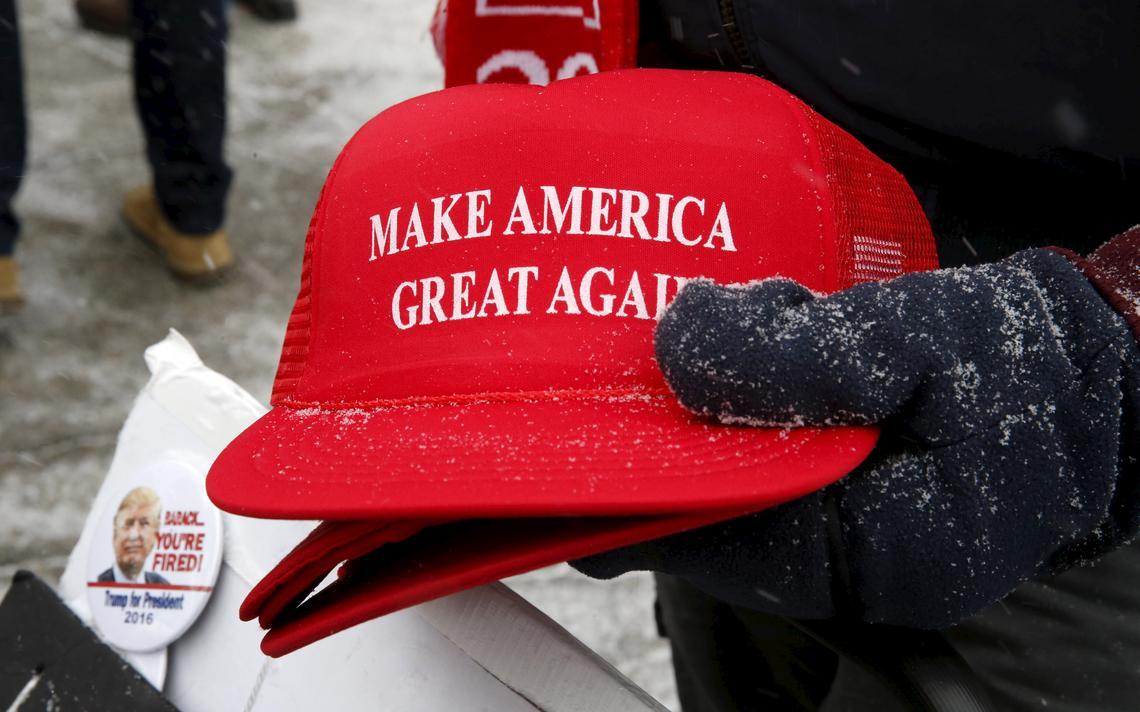 Material de campanha com slogan de Donald Trump: 'Faça a América Grande de Novo'