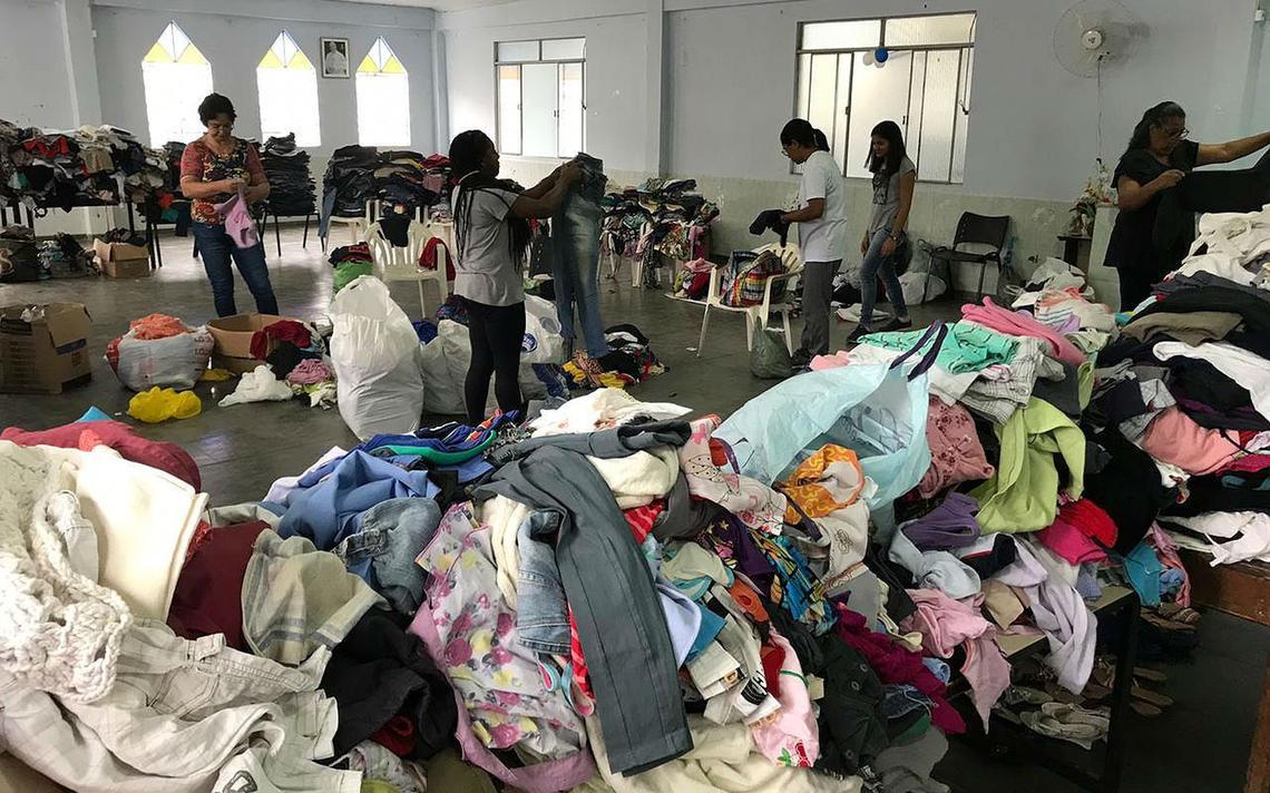 Campanha de doação de roupas para pessoas afetadas pela chuva, em Juiz de Fora (MG)