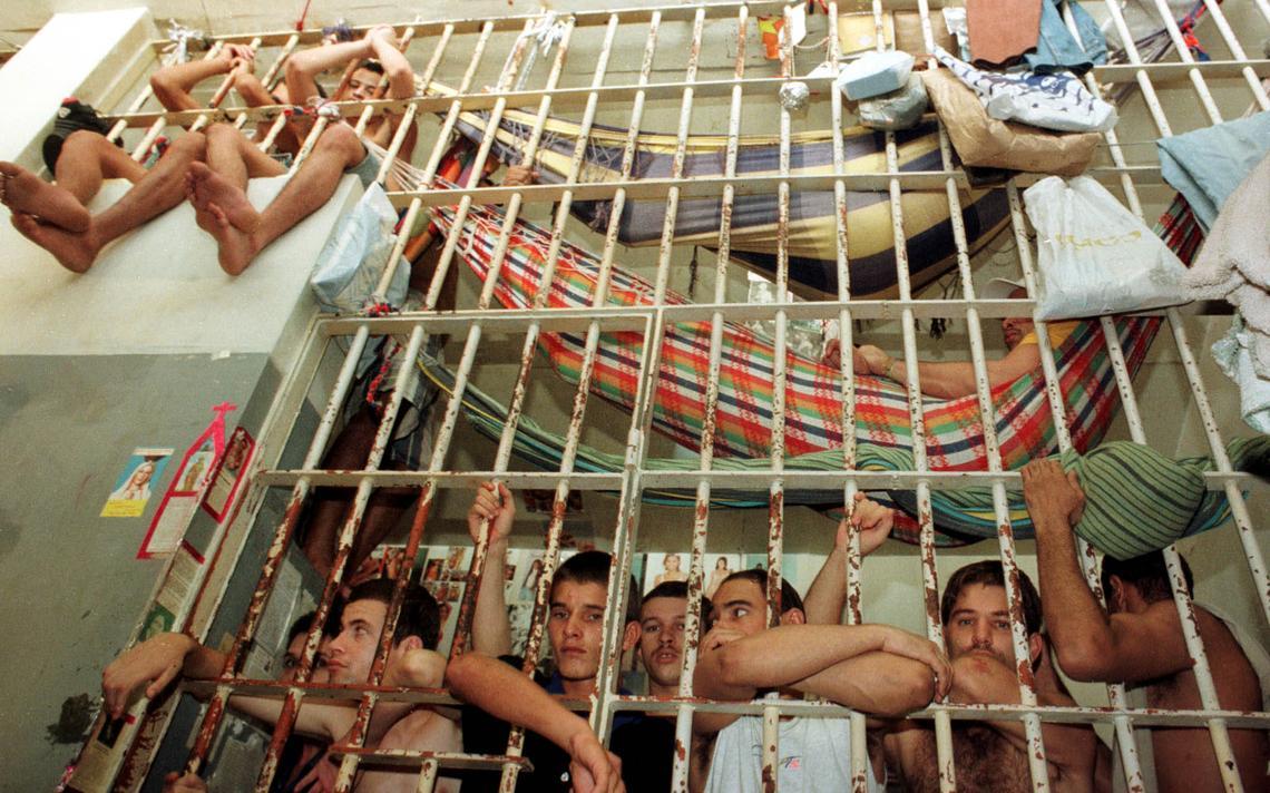 Carceragem de delegacia em São Paulo, em 1997