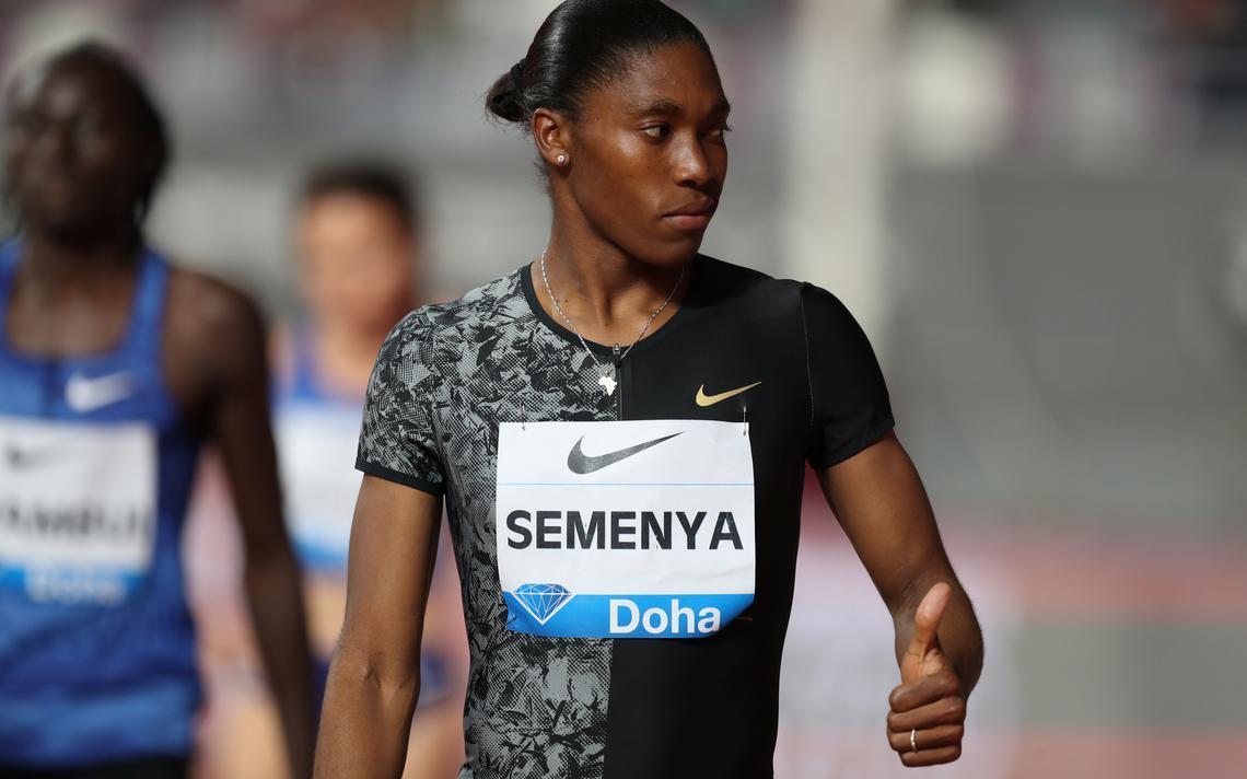 A corredora Caster Semenya, que tem características biológicas que a impedem de competir entre mulheres, segundo regra da Iaaf