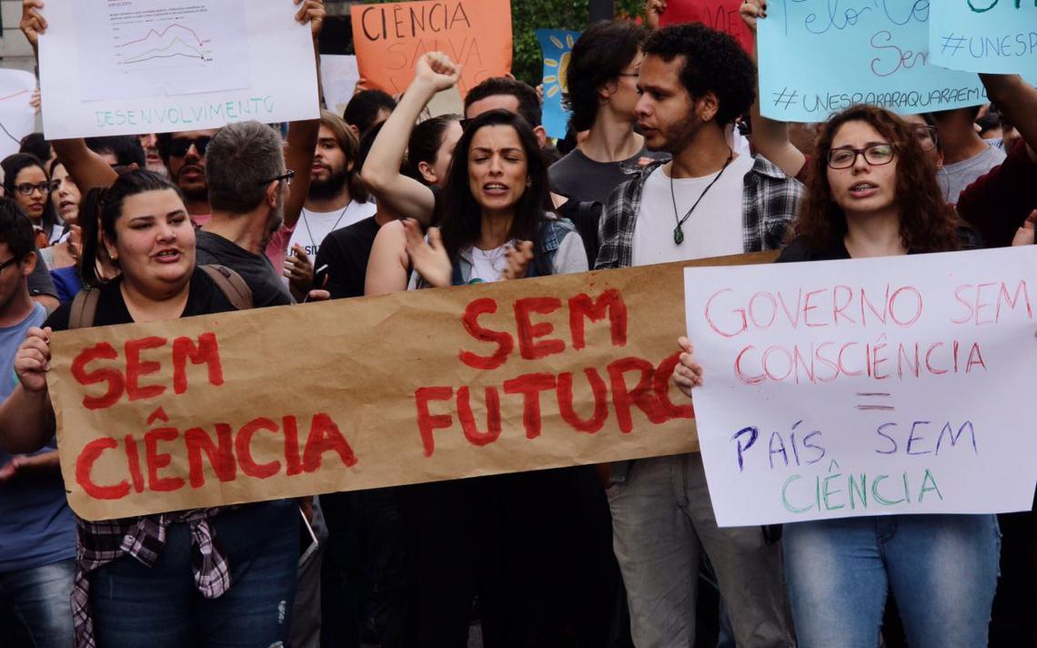 Cerca de 1 mil pessoas participaram da Marcha pela Ciência em São Paulo, em 2017