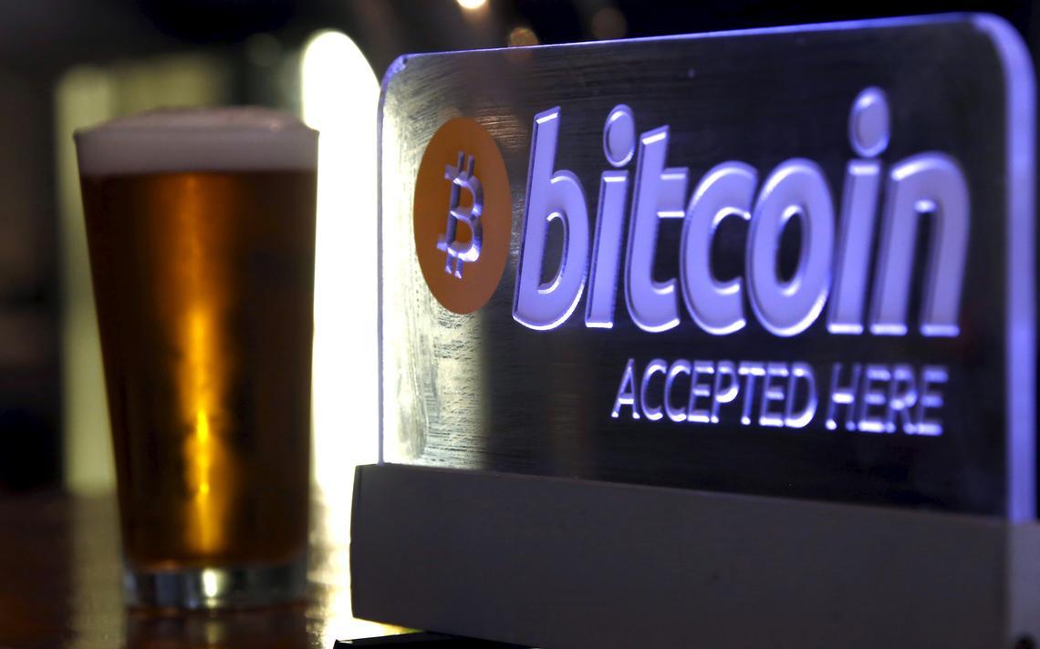 Cerveja em bar que aceita bitcoins em Sydney, em 2015