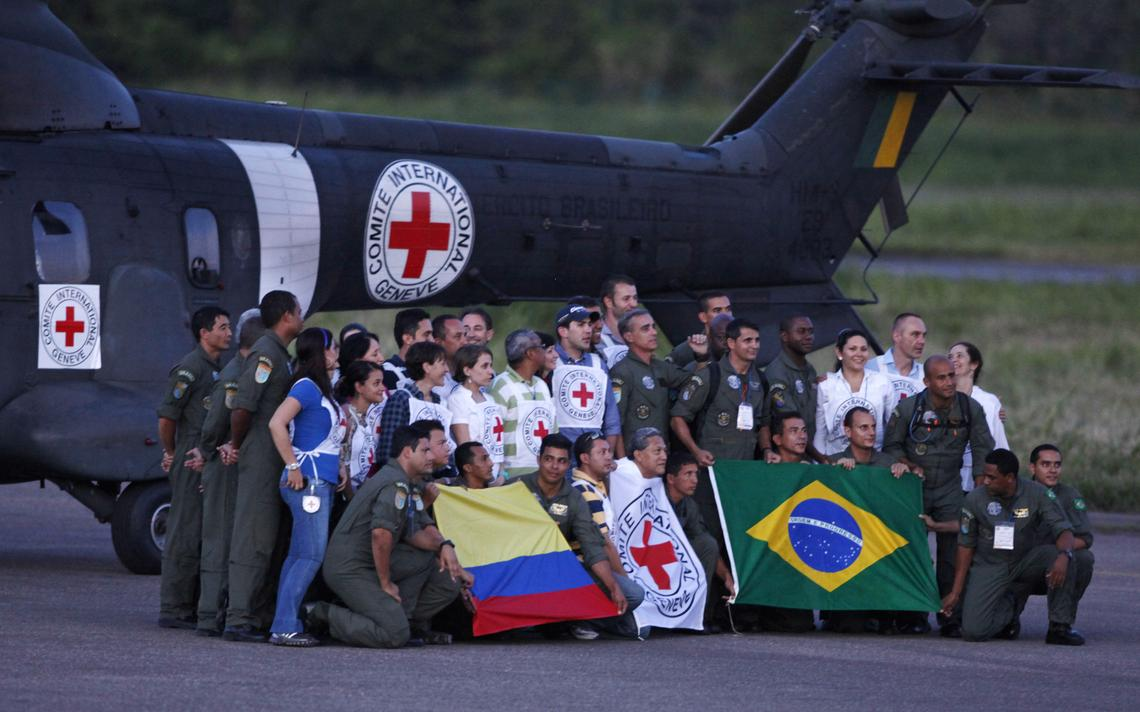 Equipes de resgate na Colômbia