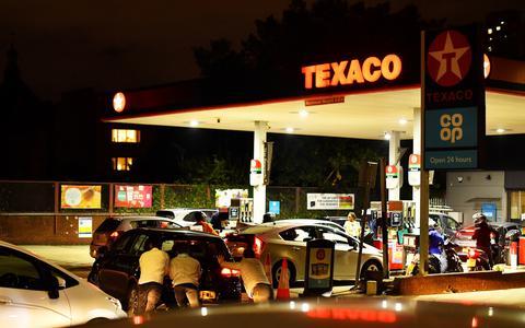 Por que o Reino Unido militarizou a distribuição de combustíveis